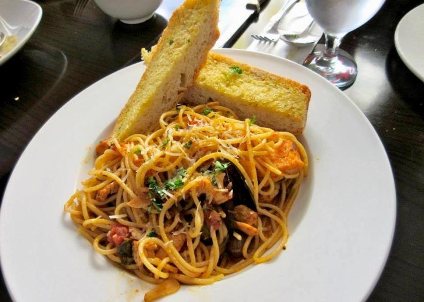 spagheti con frutti di mare
